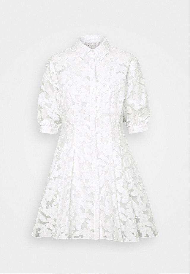 SCULPTURAL DRESS - Robe chemise - white
