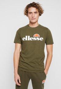 Ellesse - T-shirts print - khaki - 0
