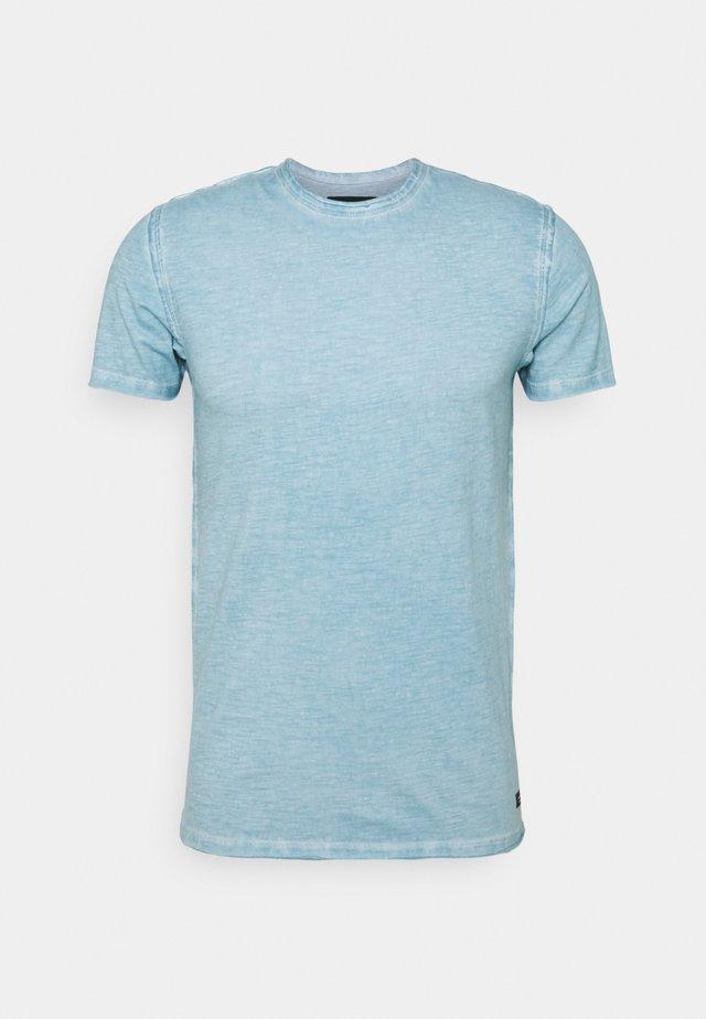 CLAYTON - Basic T-shirt - blue wave
