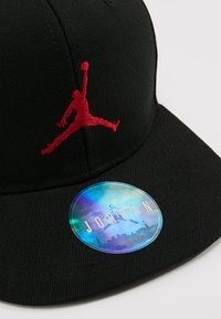 Jordan - JUMPMAN SNAPBACK - Gorra - black/gym red - 4
