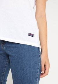 Superdry - BURNOUT VEE TEE - T-shirt print - optic - 5