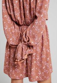 Missguided - PURPOSEFUL PLUNGE FRILL SLEEVES MINI DRESS - Day dress - blush - 4