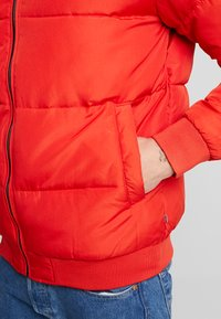 Only & Sons - ONSBOSTON QUILTED BLOCK HOOD - Chaqueta de entretiempo - pompeian red - 5