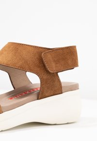 Weekend by Pedro Miralles - Sandály na platformě - light brown - 2