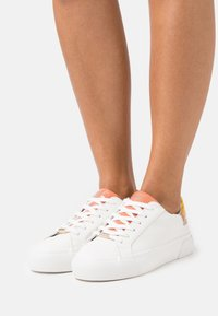 ONLY SHOES - ONLLIV - Sneakersy niskie - white - 0