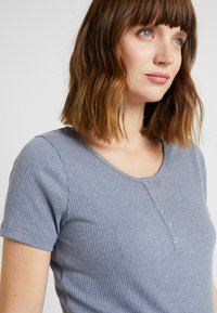 Cotton On - MATERNITY HENLEY SHORT SLEEVE - Camiseta básica - grisaille - 4