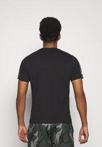 Kappa - ILYAS - Print T-shirt - caviar - 2