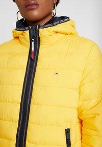 Tommy Jeans - Kurtka zimowa - spectra yellow - 5