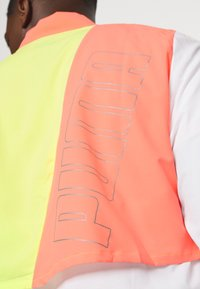 Puma - RUN LITE ULTRA JACKET - Sports jacket - white/energy peach/fizzy yellow - 5