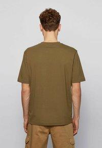 BOSS - Basic T-shirt - khaki - 3