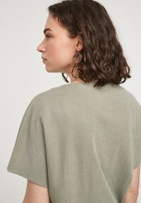 s.Oliver - Basic T-shirt - summer khaki - 4