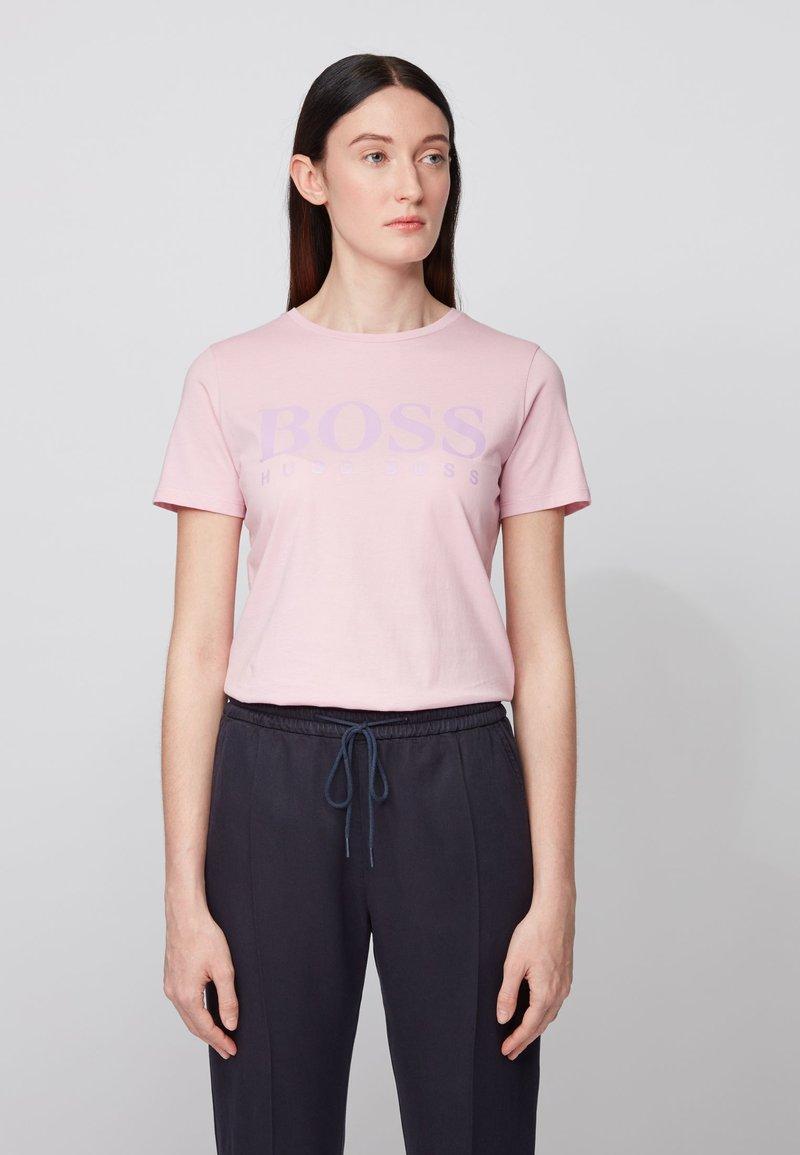 BOSS - TEMELLOW - Print T-shirt - light purple