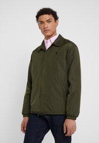 Polo Ralph Lauren - COACHES JACKET - Lehká bunda - company olive - 0