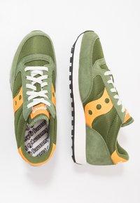 Saucony - JAZZ VINTAGE - Sneaker low - green/mustard - 3