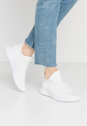 LYDIA SOCK TRAINER - Sneakers laag - white
