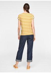 comma casual identity - Print T-shirt - yellow stripes - 2