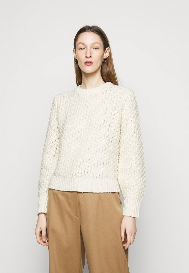 POPCORN STITCH SWEATER - Stickad tröja - cream