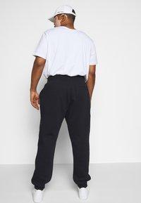 Tommy Hilfiger - BASIC BRANDED - Pantaloni sportivi - blue - 2
