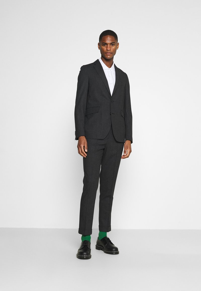 Isaac Dewhirst - Suit - charcoal