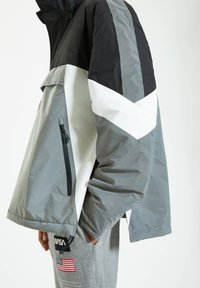 PULL&BEAR - Windbreaker - grey - 5