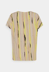 mine to five TOM TAILOR - BLOUSE V NECK PRINTED - T-shirts med print - yellow/beige - 1