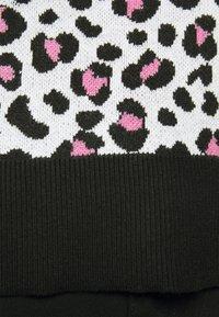 DKNY - LEOPARD CREWNECK  - Jumper - ivory black pink icing - 5