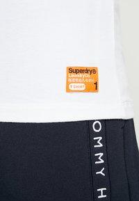 Superdry - SLIM TEE 3 PACK - T-shirt basique - laundry white - 4