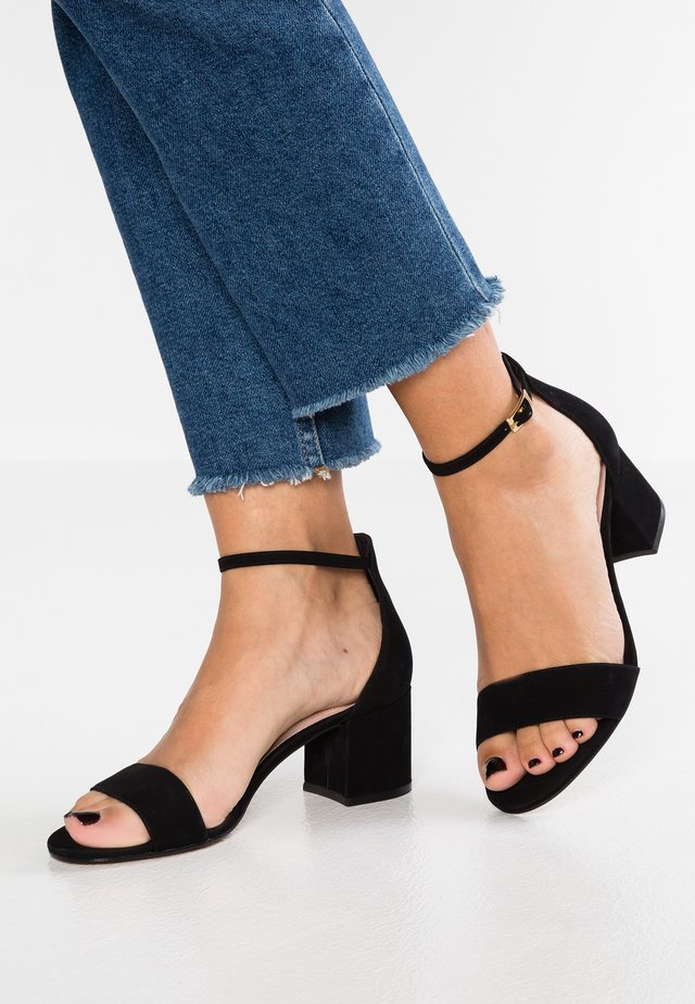 WIDE FIT VILLAROSAW - Sandalias - black