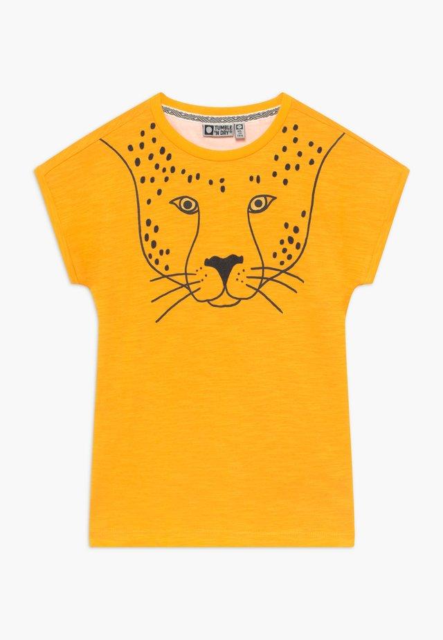 LIA - T-Shirt print - saffron