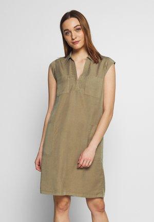 Košilové šaty - shaded walnut