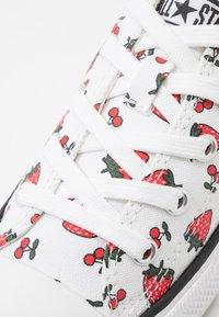 Converse - CHUCK TAYLOR ALL STAR - Sneakers laag - white/garnet - 2