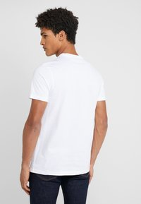PS Paul Smith - MENS SLIM FIT TSHIRT CLOUD ZEBRA - Print T-shirt - white - 2