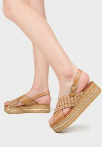 Eva Lopez - Platform sandals - cuir - 0