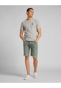 Lee - Denim shorts - khaki - 1