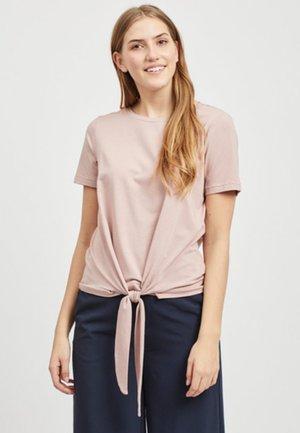 VORN GEBUNDENES - Print T-shirt - rose