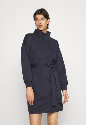 ONLSWEET HIGHNECK DRESS - Denní šaty - graphite