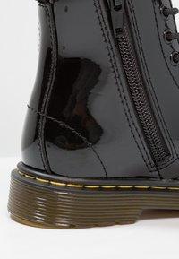 Dr. Martens - 1460 J PATENT - Šněrovací kotníkové boty - schwarz - 5