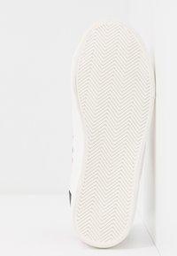 Miss Selfridge - TYPE STRIPE TRAINER - Sneakers - white/blue/red - 6