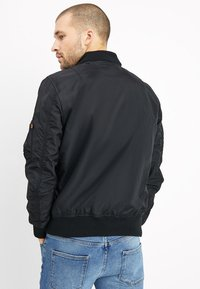 Alpha Industries - HOOD - Bomber bunda - black - 3