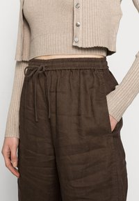 ARKET - CASUAL TROUSERS - Trousers - brown - 3