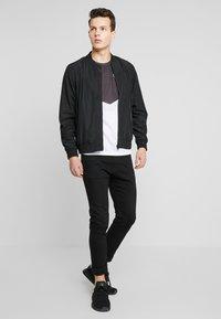 Burton Menswear London - CORE ALL - Bomberjacks - black - 1