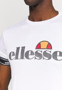 Ellesse - ALENTE - T-shirt med print - white - 4