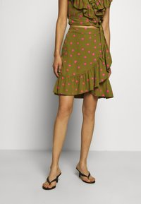 Who What Wear - RUFFLE WRAP MINI SKIRT - A-line skirt - army/pink - 0