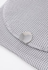 PARFOIS - CROSSBODY BAG BALL - Pochette - silver-coloured - 4