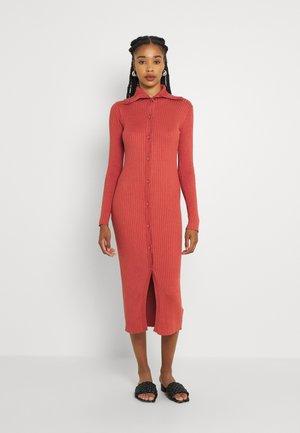 KATJA DRESS - Abito in maglia - red