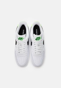 Nike Sportswear - AIR FORCE 1 '07 UNISEX - Sneakers basse - pure platinum/black/green strike - 3