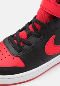 Nike Sportswear - COURT BOROUGH MID 2 UNISEX - Zapatillas altas - black/university red/white - 5