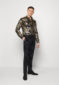 Twisted Tailor - HARTFIELD  - Shirt - black/gold - 1
