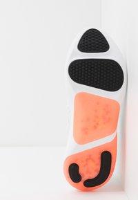 Nike Performance - JOYRIDE DUAL RUN - Zapatillas de running neutras - summit white/glacier ice/sapphire - 4