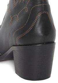 ICHI - Cowboy/biker ankle boot - black - 4